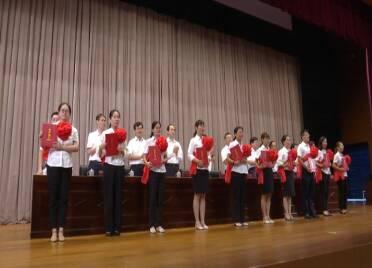 43秒丨致敬!潍坊市坊子区这些优秀教育工作者接受公开表彰