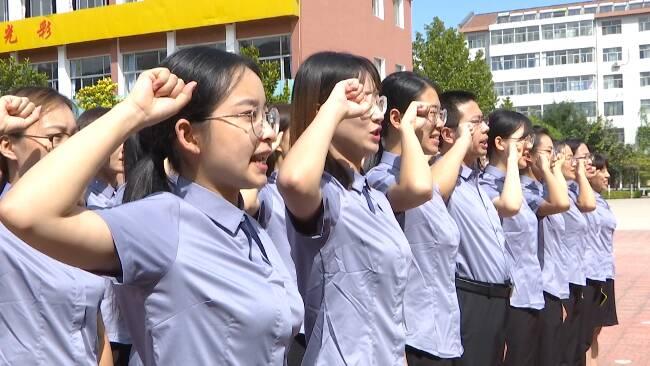 """45秒丨潍坊市坊子区200名""""新教师""""在教师节当天宣誓入职"""