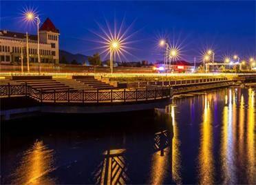 组图丨蜿蜒的木栈道、璀璨的灯光......威海羊亭河湿地公园景色宜人