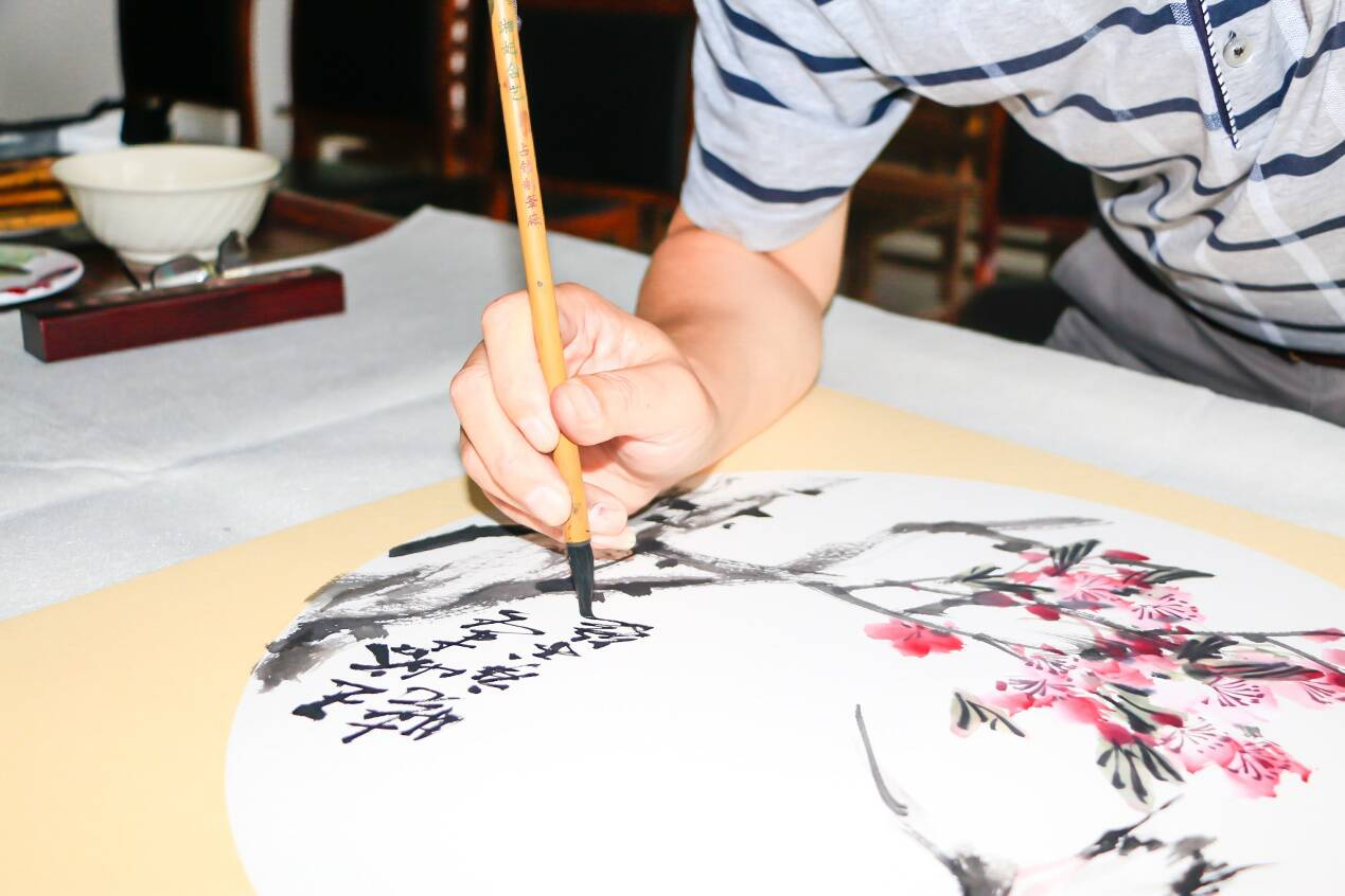 37秒 | 齐鲁书画家协会来临沂这个村采风了 作品将用于村容村貌建设
