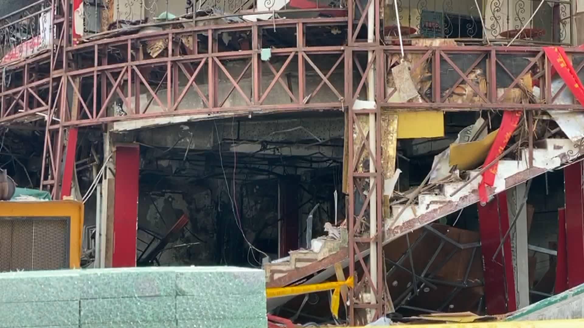 闪电新闻记者实地探访珠海爆炸事发地:部分受波及商铺正待专家勘察定损