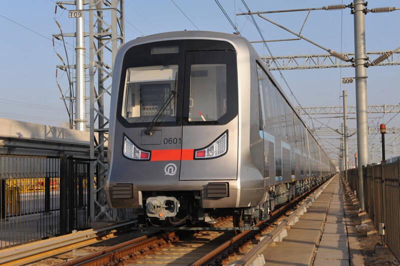 """""""最聪明地铁列车""""控制系统拿到""""通行证"""" 青岛地铁将真正实现无人驾驶"""