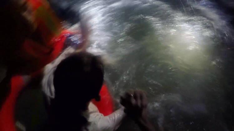 """日照:19岁男子轻生跳海 被救时喊""""不要管我,我是来游泳的"""""""
