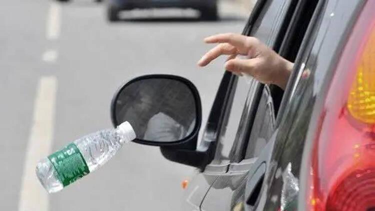 30秒丨滨州一私家车行驶中多次车窗抛物 被交警传唤接受警告教育处罚