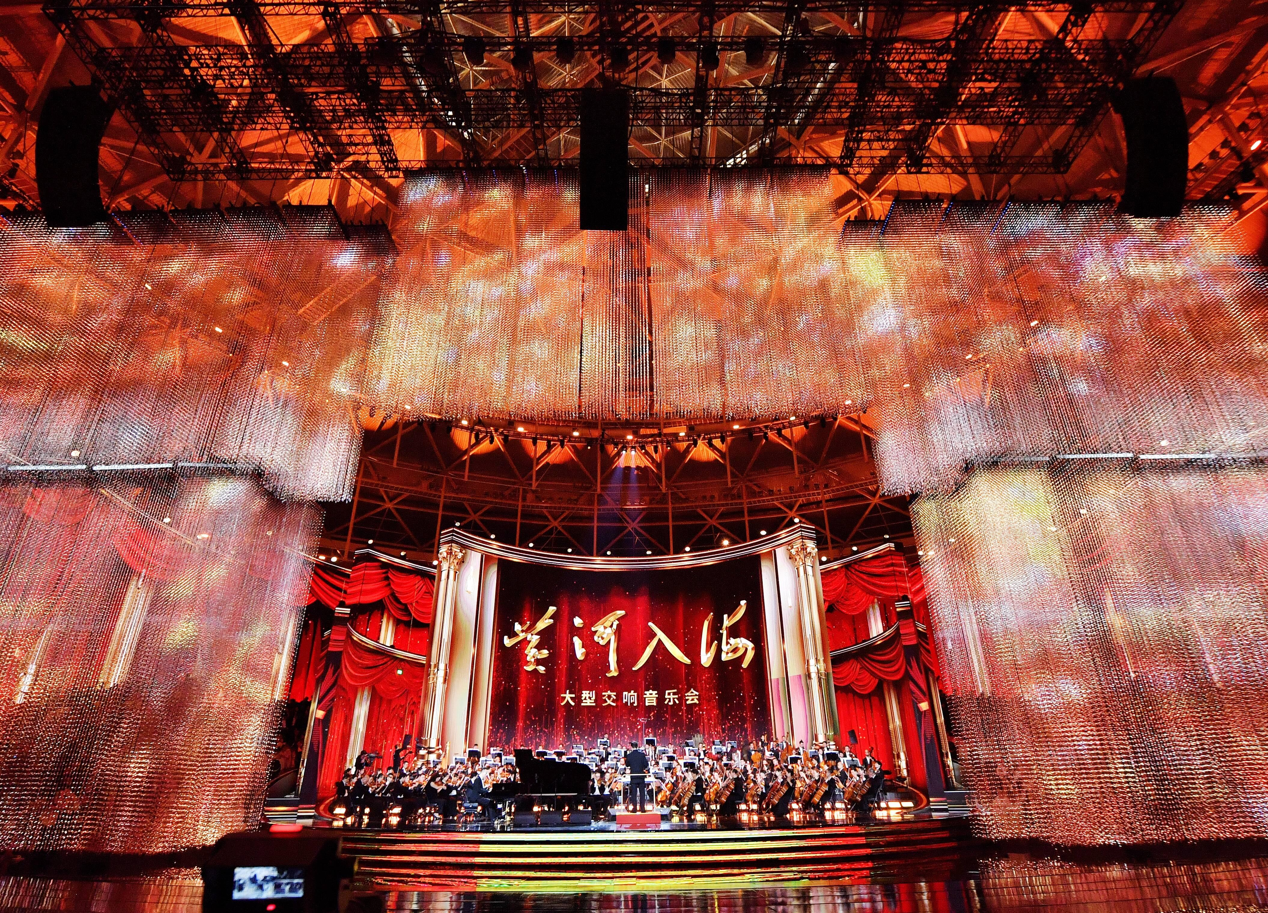 震撼!热血!《黄河入海》大型交响音乐会精彩上演 直播吸引市民驻足观看