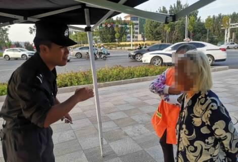 """潍坊九旬老人迷路走失 民警展开""""接力救助"""""""