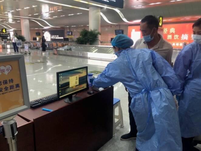 山东机场自主研发健康码查验系统上线运行!出示身份证即可核验 老年人操作不再难