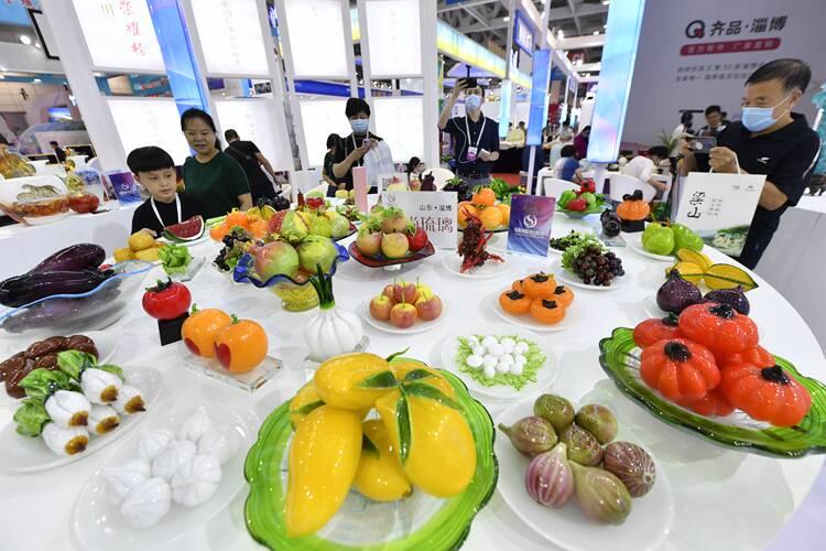 """组图丨1000摄氏度""""种""""出蔬菜瓜果!淄川""""琉璃果蔬宴""""点亮文博会"""