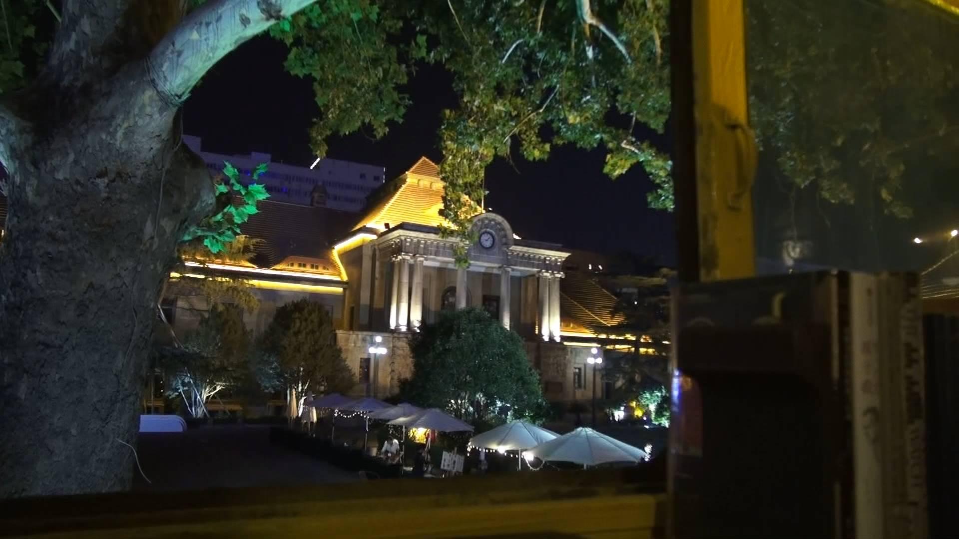 103秒丨在蒸汽火车头里看书,在博物馆里逛市集……济南站旁的这个地方有点意思