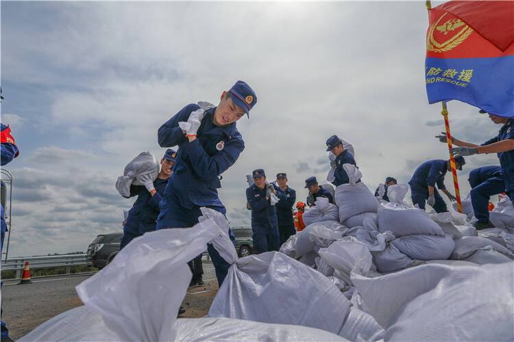 向险而行战风雨 闻令而动铸忠诚 潍坊市消防救援支队跨区域增援力量转战长春德惠市抗洪抢险