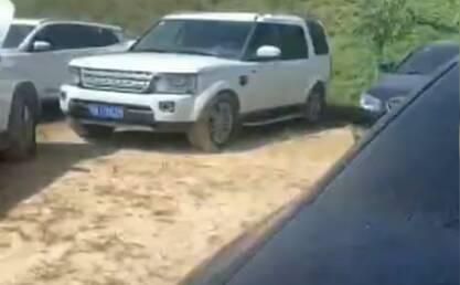潍坊百辆豪车出租后又被抵押 警方:收车方报警被骗 车辆暂扣