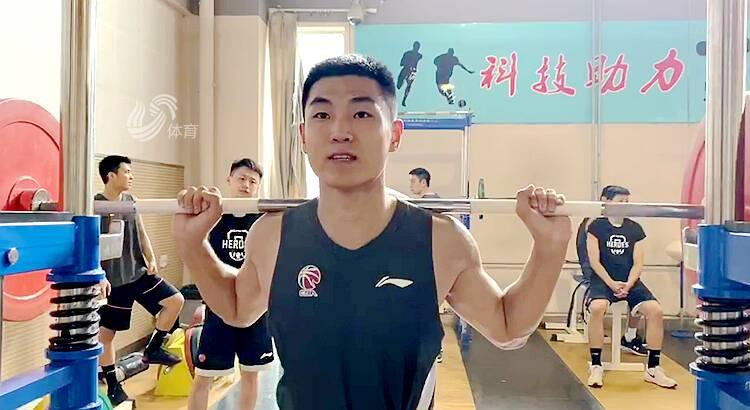 高诗岩随队训练!新赛季他在山东男篮有了新目标