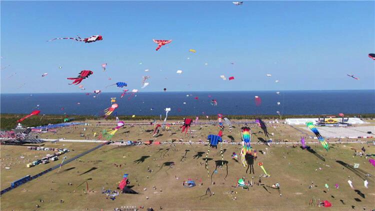风筝传友谊银线连四海 第37届潍坊国际风筝会开幕