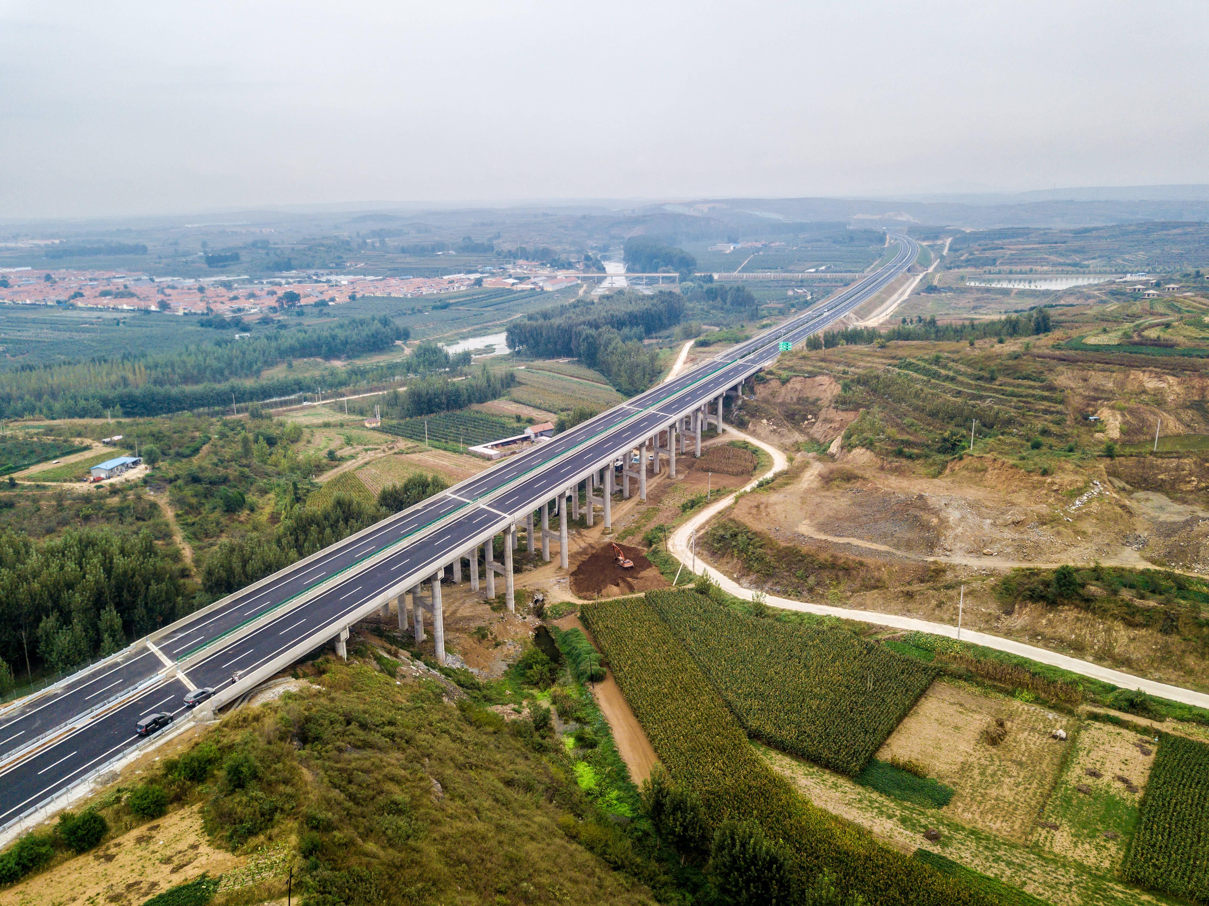 文登至莱阳高速公路提前三个月建成通车 威海至济南行车时间大幅缩短