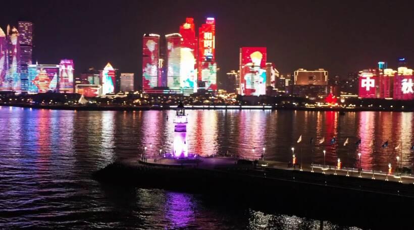 """超美!双节同庆岛城""""夜宴""""来看浮山湾灯光秀"""
