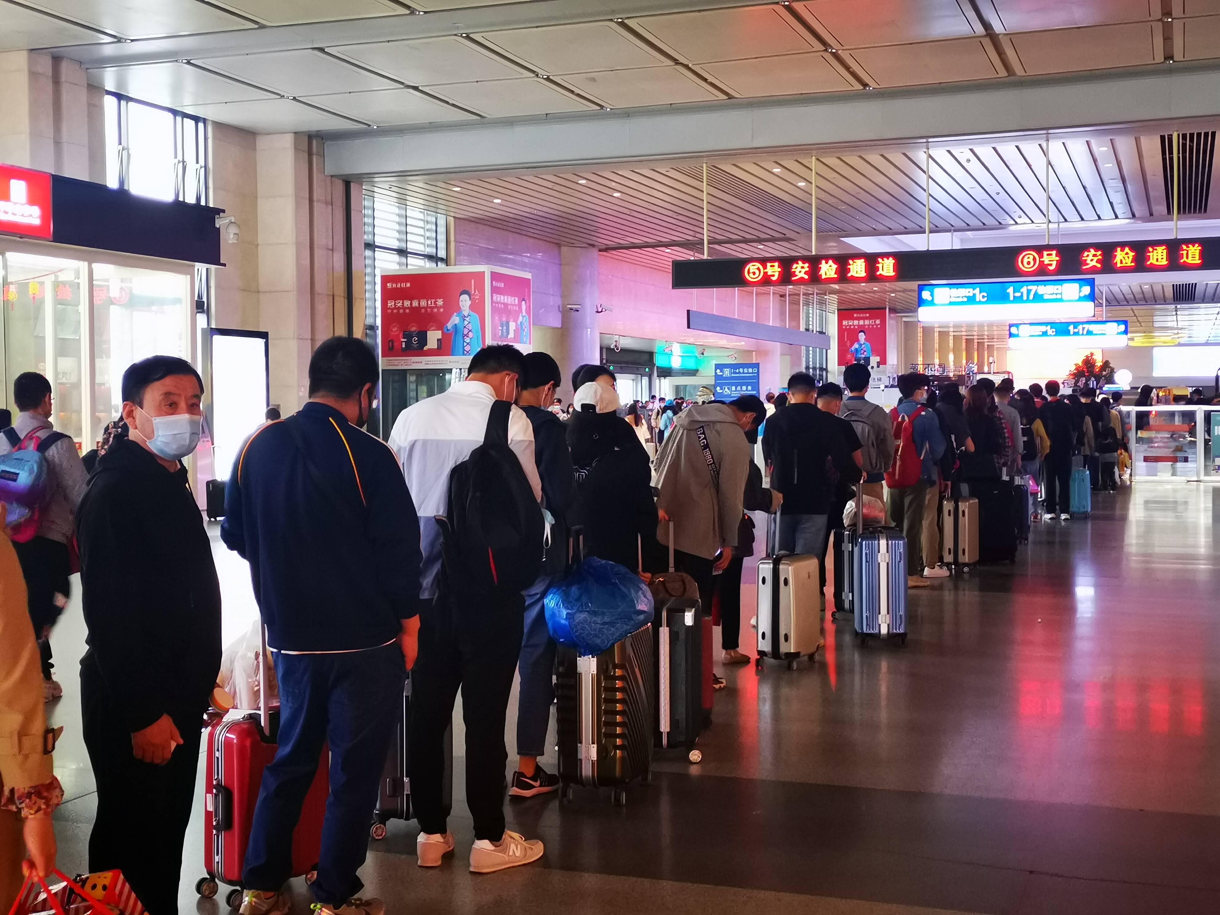 一票难求!济南西站10月1日发送旅客4.6万人次