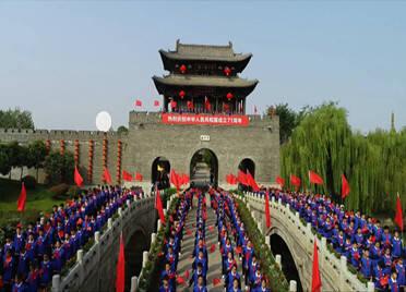 500名枣庄学生在台儿庄古城唱响《歌唱祖国》 深情告白祖国母亲