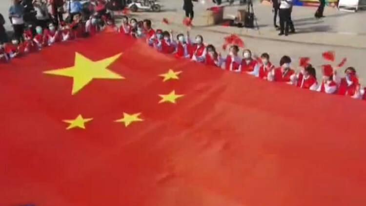 红旗飘扬歌声嘹亮!山东各行各业歌声颂祖国 共爱我的国