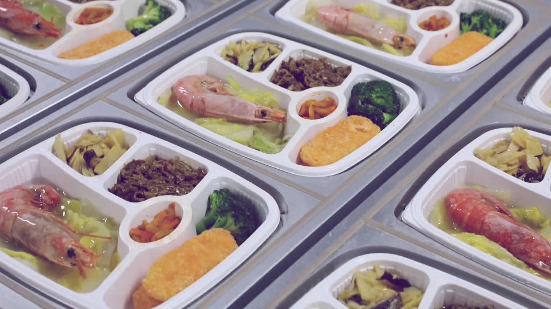 坐着高铁看山东   舌尖上的列车:从小灶台到多样套餐点单出菜