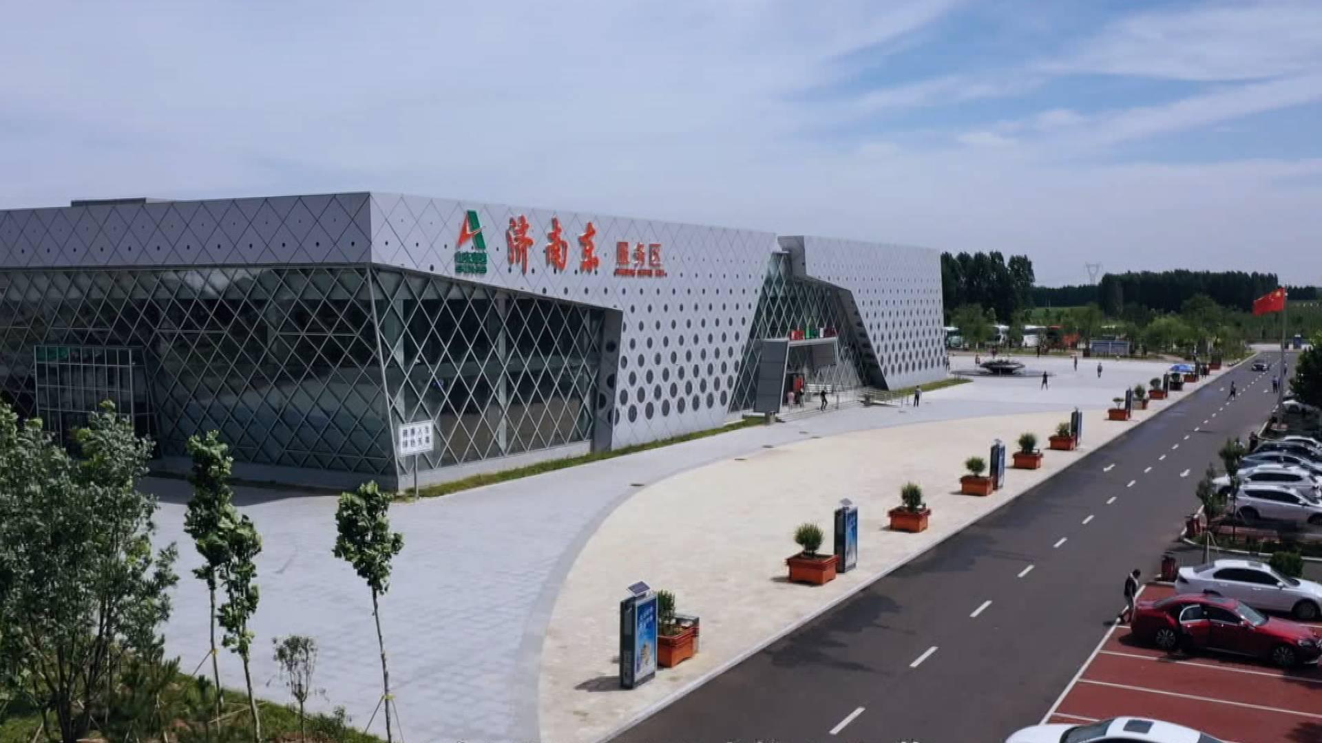 车流量比去年同期增长76% 济南东服务区国庆首日迎4万辆私家车