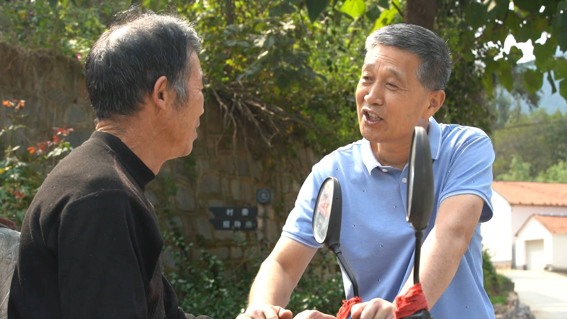 """幸福的起点丨从吃闭门羹到村民超市以他命名 刘昌法怎么成了淄博小峰村的""""蚯蚓书记"""""""