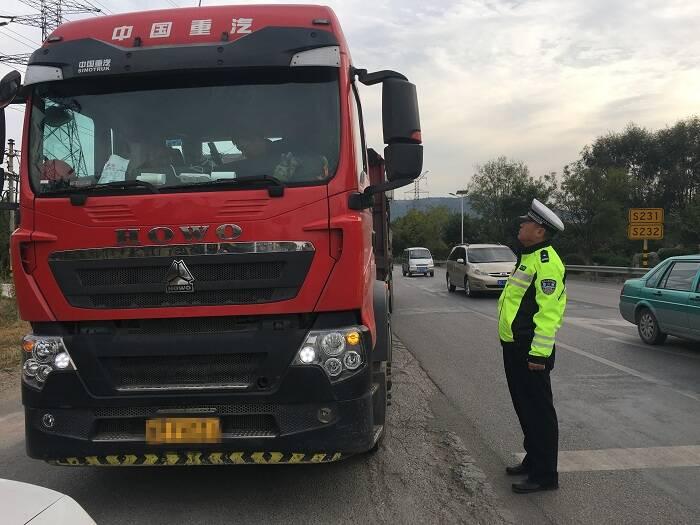 博山交警打击移动污染源,国庆期间查处违法车辆26台