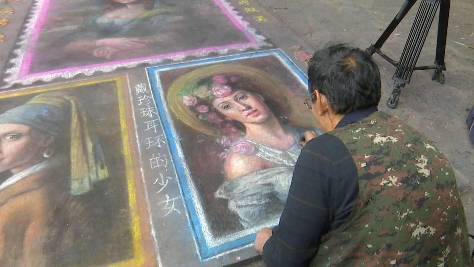 94秒|临沂独腿街头艺人返乡画作《蒙娜丽莎〉走红网络:想在家乡找到另一半