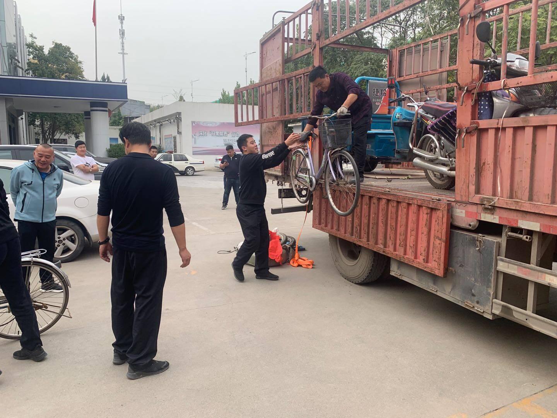 43秒|男子盗窃车辆足足装满一卡车 民警清点花了3个多小时