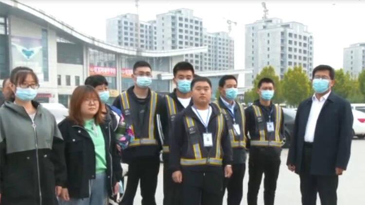 38秒丨滨州无棣县爱心人士送贫困大学生步入校门