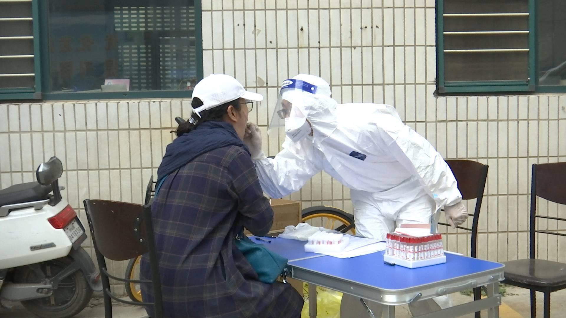 济南十六里河街道办事处采集点秩序井然,截至15点今天已完成核酸检测529人次