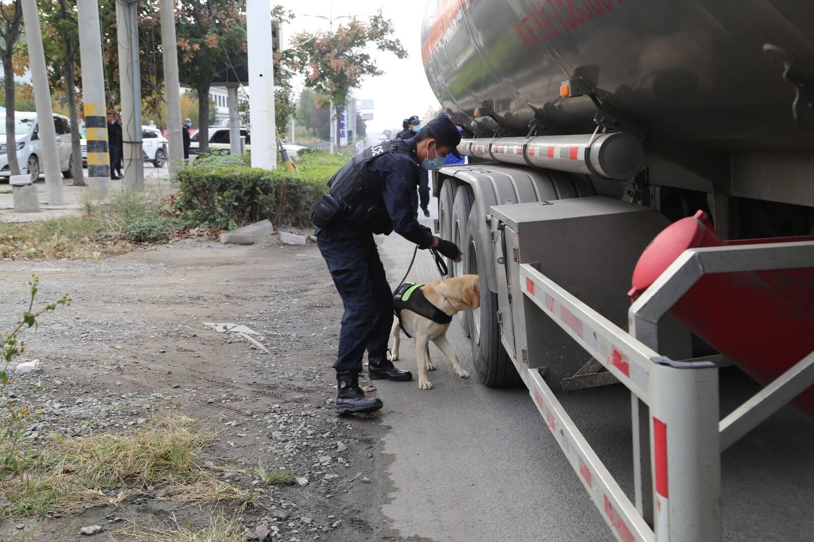 全天候执勤!枣庄市中警方查缉易制毒危化品车辆210辆