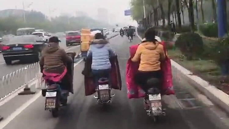30秒|三个女人一台戏?滨州街头这一幕被曝光