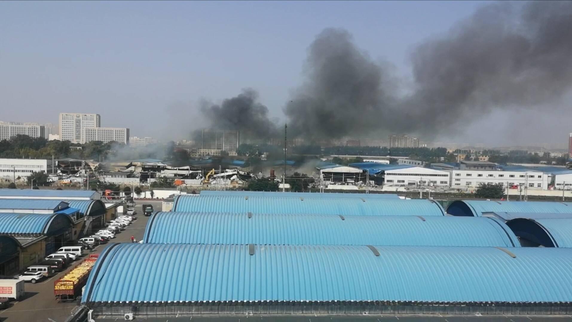 济南一960平方米仓库着火 所幸无人员伤亡