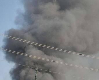 突发!济南祝甸附近发生火灾黑烟滚滚,现场已被封锁