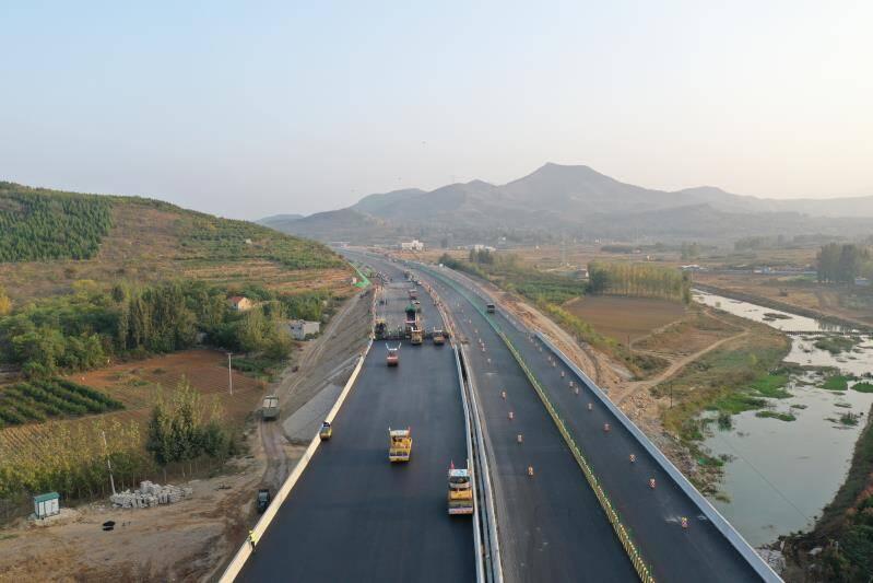 京沪高速改扩建工程蒙阴段实现双向八车道贯通 计划年底通车
