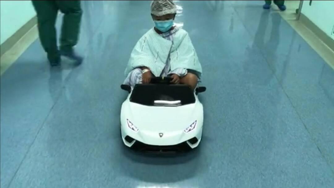 有爱!烟台一医院用玩具车接孩子进手术室,护士长:就想减轻孩子恐惧