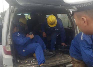 多一个都不行!潍坊滨海一面包车超载5人被交警查处