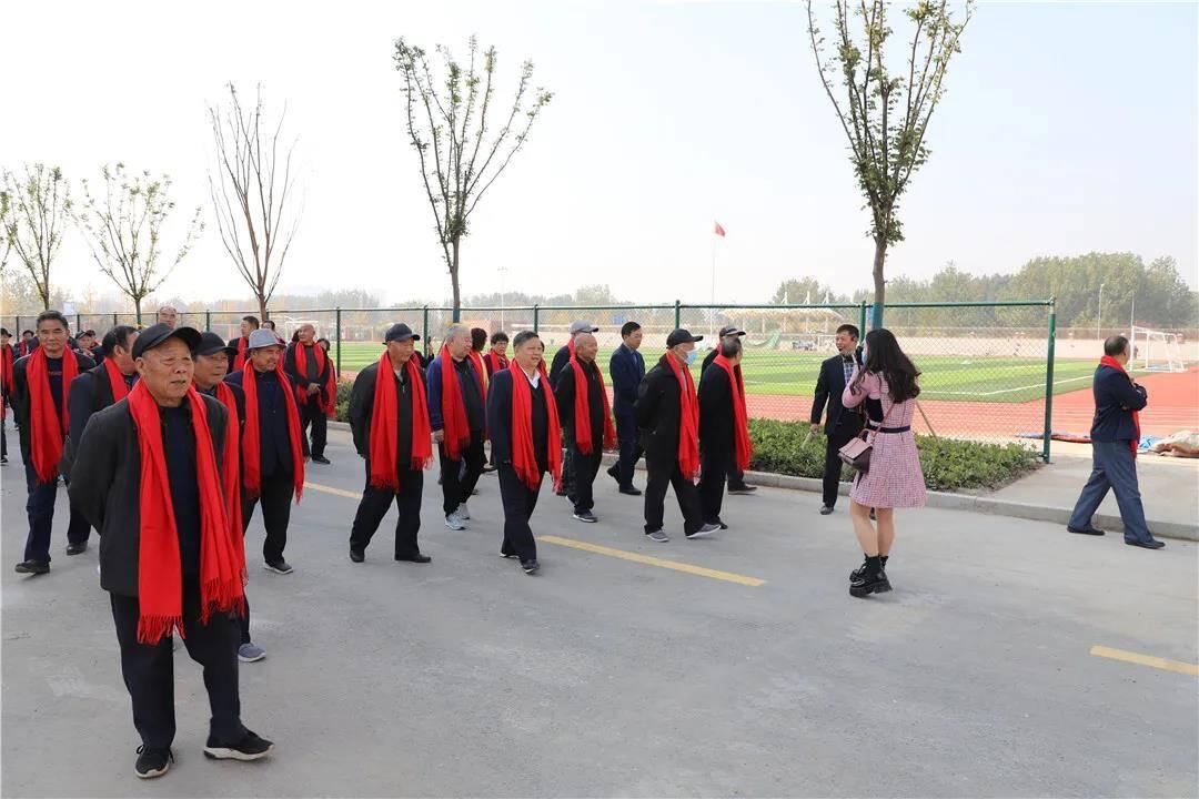 68秒丨临沂第三中学举办重阳节离退休老教师慰问活动