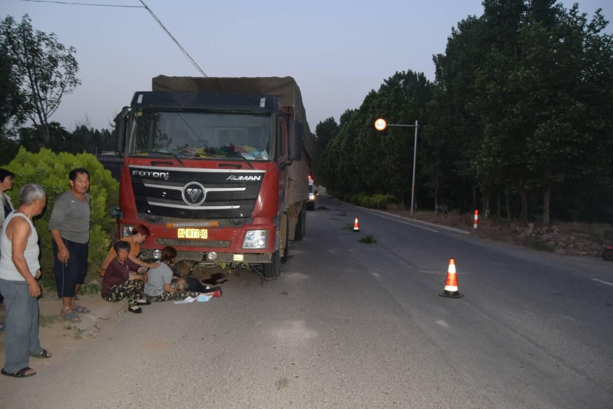 临沂一重型货车超载近5倍撞死路人 肇事者被通报追责