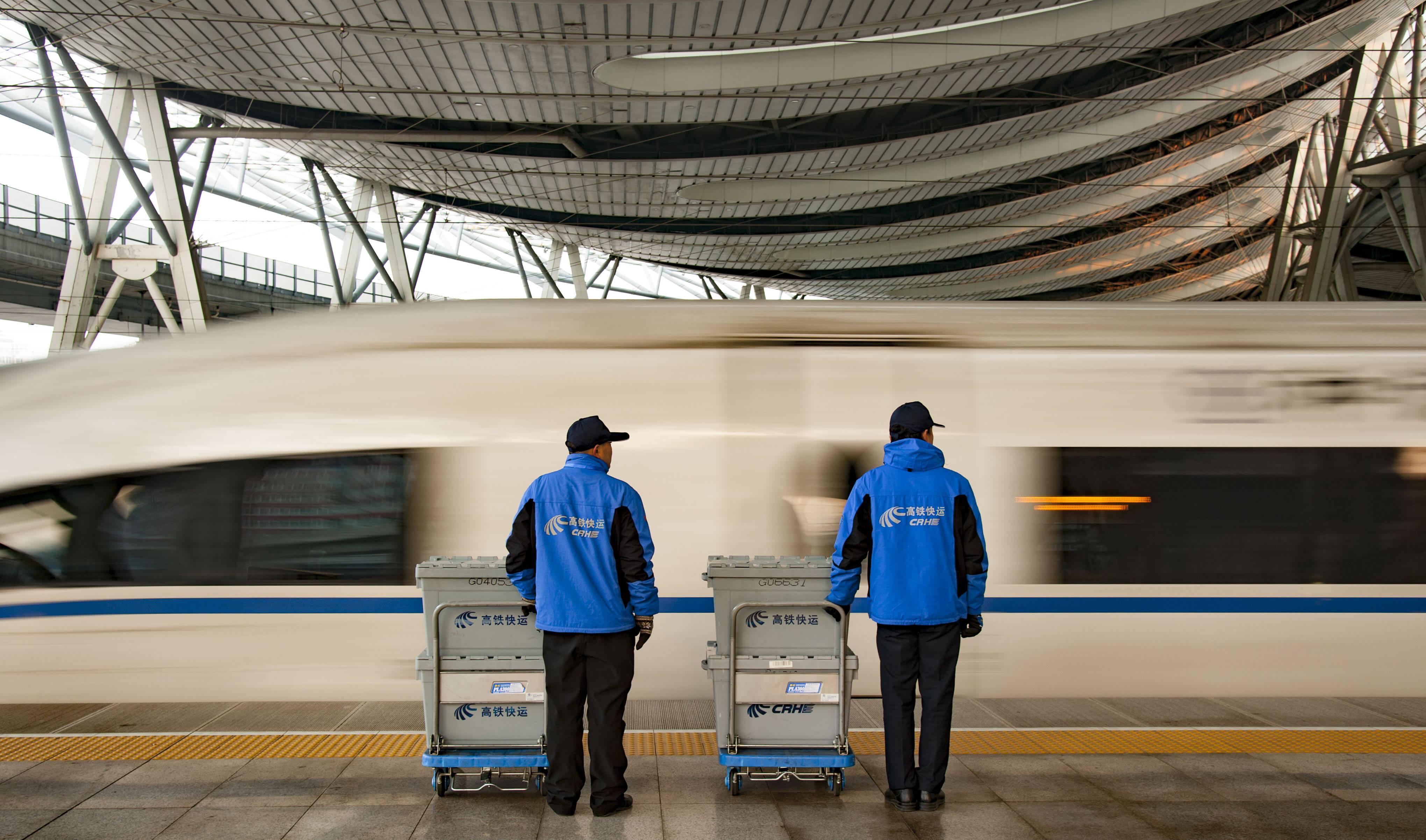 """每天16趟高铁快运列车 铁路部门启动""""双11""""电商黄金周运输"""