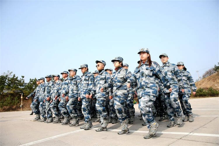 """安丘市供电公司开展""""绝对忠诚·绝对服从""""军事特训营"""