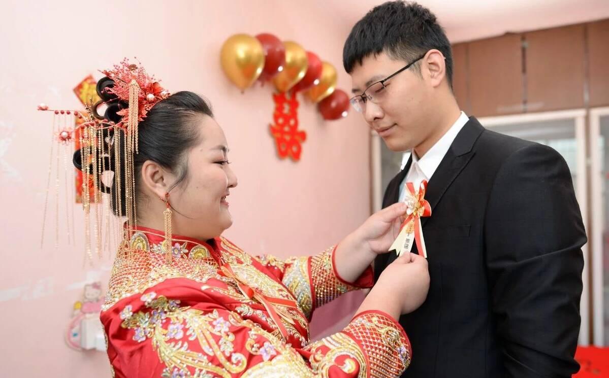 """迟来的婚礼!日照""""最美逆行者""""万修花今天结婚了"""