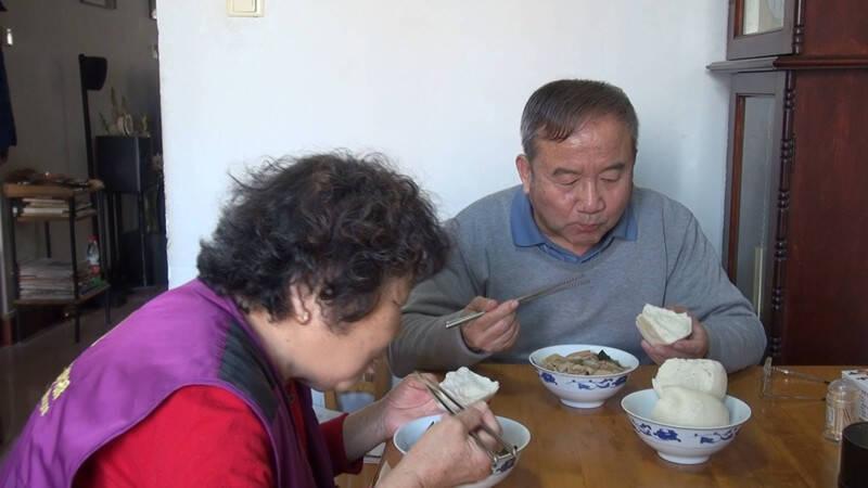 济南69岁老人做饭按克称重:从来不剩饭 食欲也比以前好了