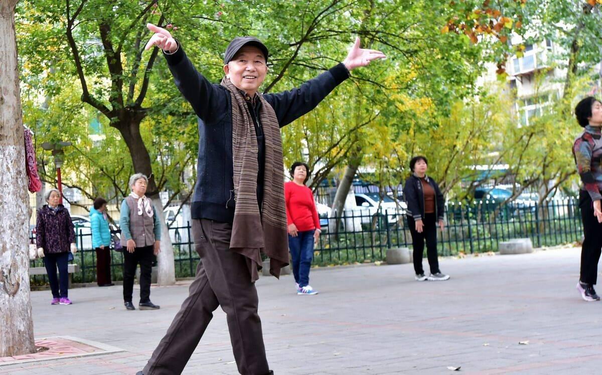 """76岁""""花样爷爷""""吴国梁:希望老年人都活得精彩"""