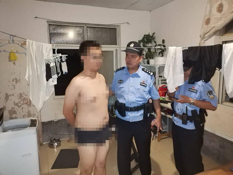 济南一男子在男邻居卫生间偷装摄像头把自己也拍了下来 人赃并获被拘留5日