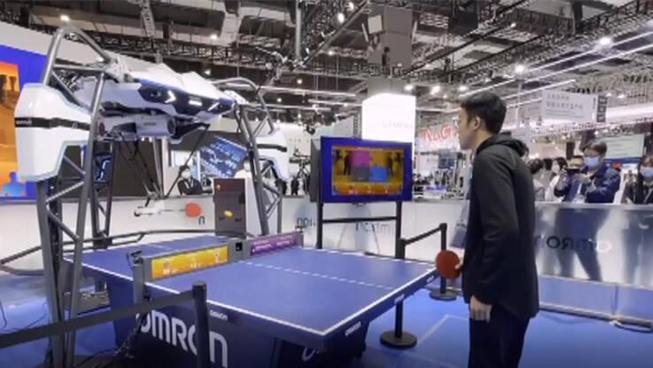 59秒丨进博会黑科技!摄像小哥大战乒乓球教练机器人