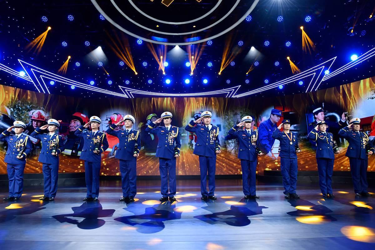 """组图丨冲在危险救援第一线!10位消防员荣获首届""""齐鲁最美消防员""""称号"""