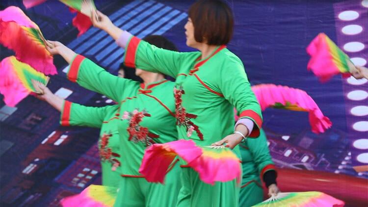 32秒丨滨州阳信举办全民健身广场舞大赛 10余支队伍200多人参赛
