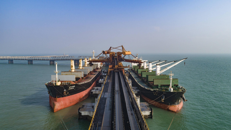 山东港口日照港股份一公司年货物吞吐量突破2150万吨 创历史最高纪录