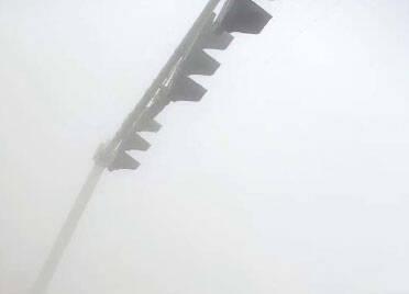 潍坊多个高速收费站因大雾临时封闭 目前正逐步恢复